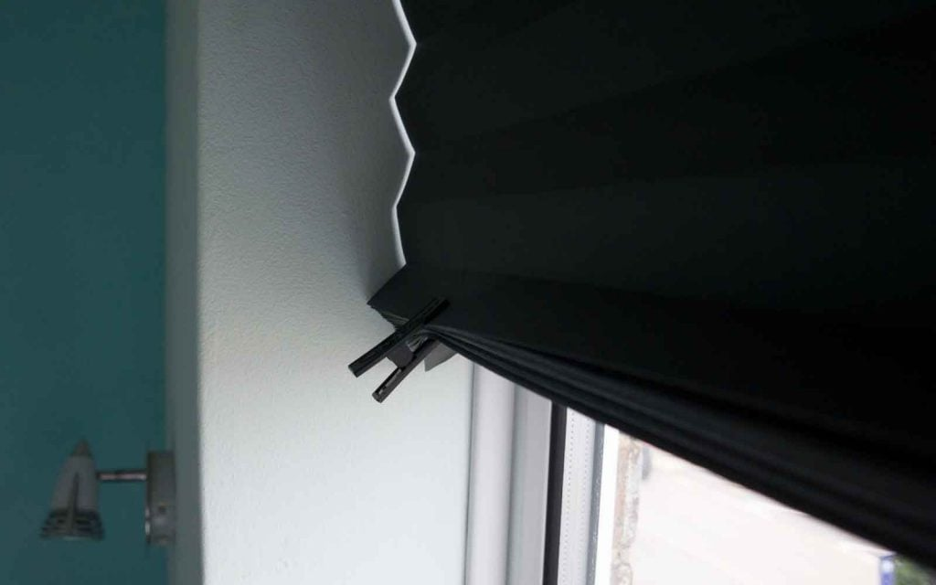 Showing the use of clips on a temporary blind